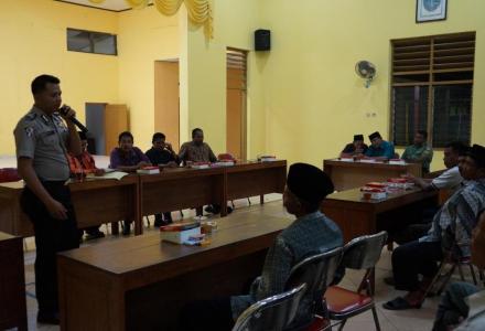 Mengoptimalkan kembali fungsi linmas desa, Pemerintah Desa Baturetno melakukan pembinaan