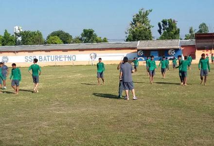 Sebelum Melakukan Laga  Uji Coba, Tinmas Indonesia U-16 Berlatih di Lapangan Wiyoro