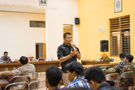 Pemuda Desa Antusias Mengikuti Pembinaan mengenai Penyalahgunaan Narkoba