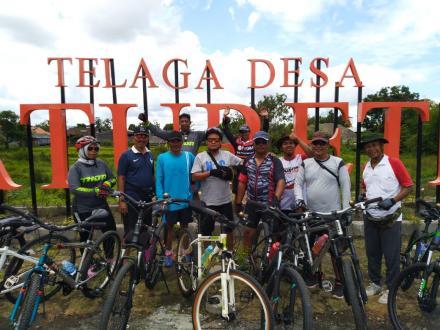 Kunjungan Komunitas 746 Gowes di Telaga Desa Baturetno