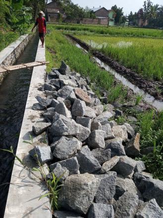 Pembangunan Talud Sebagai Akses Fasilitas Jalan Di Pedukuhan Mantup