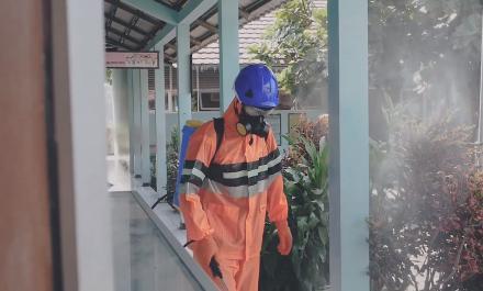 Penyemprotan Disinfektan di Lingkungan Desa Baturetno